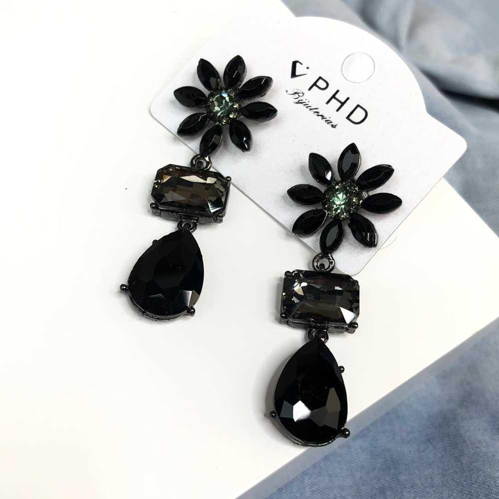 Brinco estilo festa pedrarias retangulas e gotinha esmeralda e preto