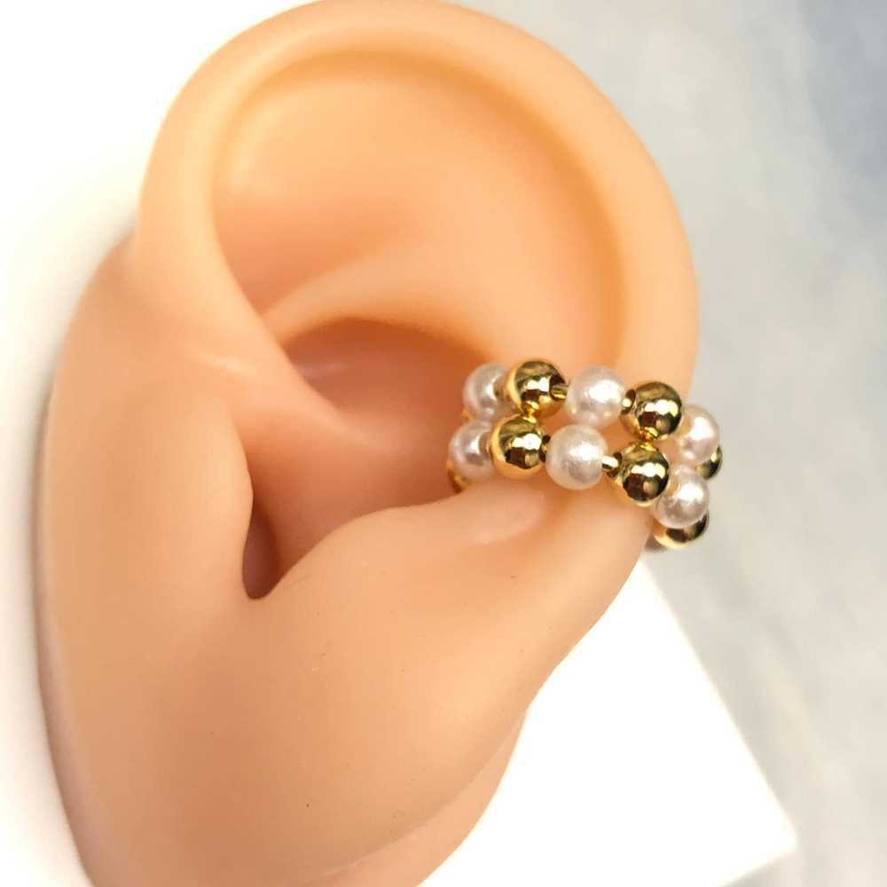 Brinco para cartilagem argolinha dupla pérolas e esferas dourada piercing fake para cartilagem semijoia