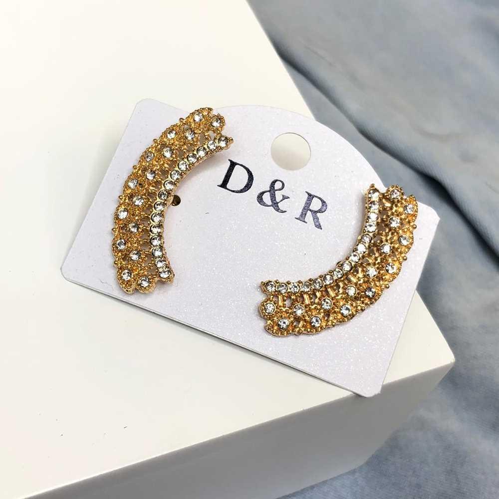 Brinco pequeno estilo earcuff dourado strass prata