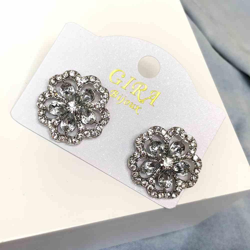 Brinco pequeno florzinha prata strass prata