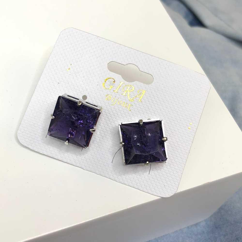 Brinco pequeno quadradinho pedra fusion púrpura