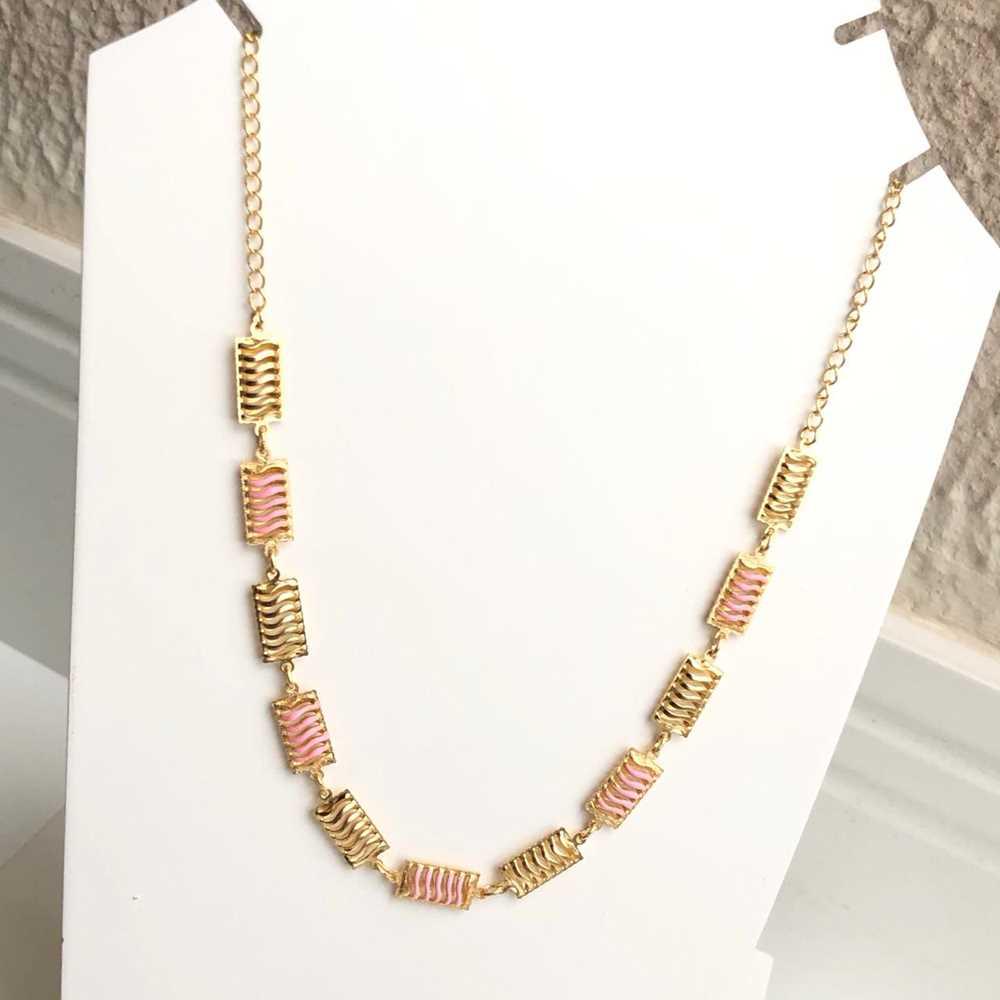Colar choker folheado a ouro feminino detalhes rosa