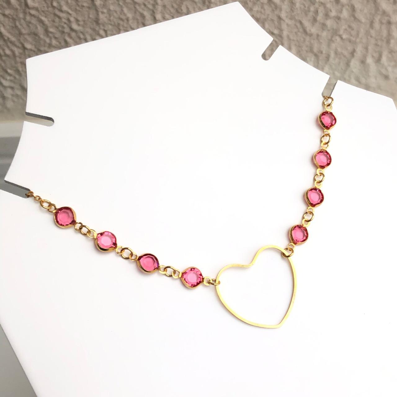 Colar choker folheado a ouro feminino pedrarias rosa bebê e coração vazado