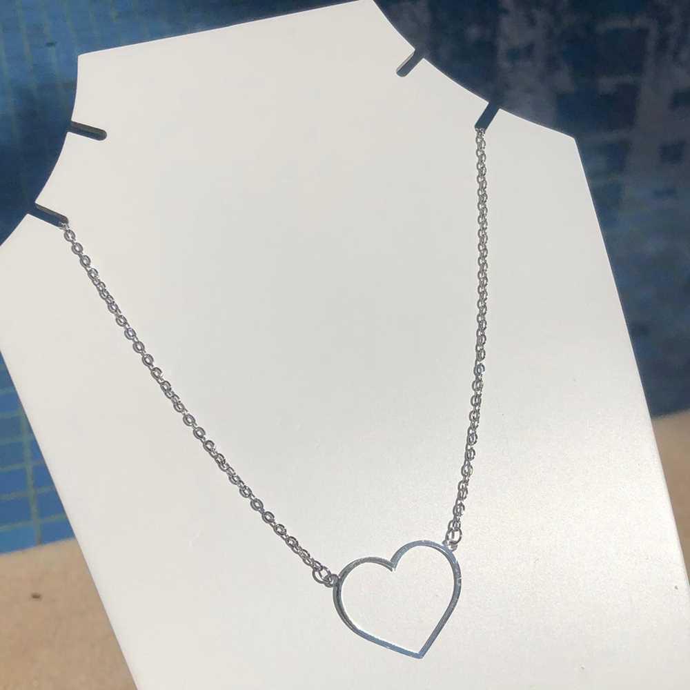 Colar em aço inoxidável prata feminino coração vazado