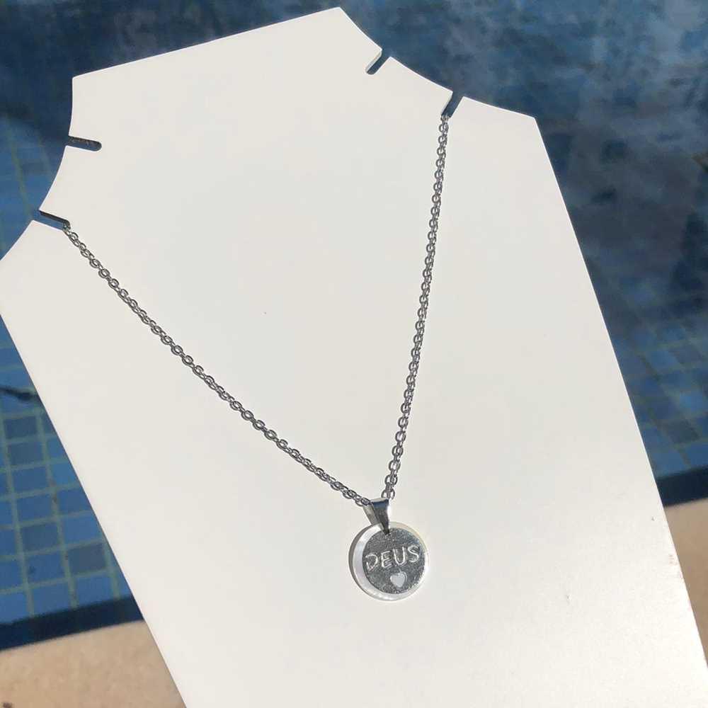 Colar em aço inoxidável prata feminino Deus em madrepérola