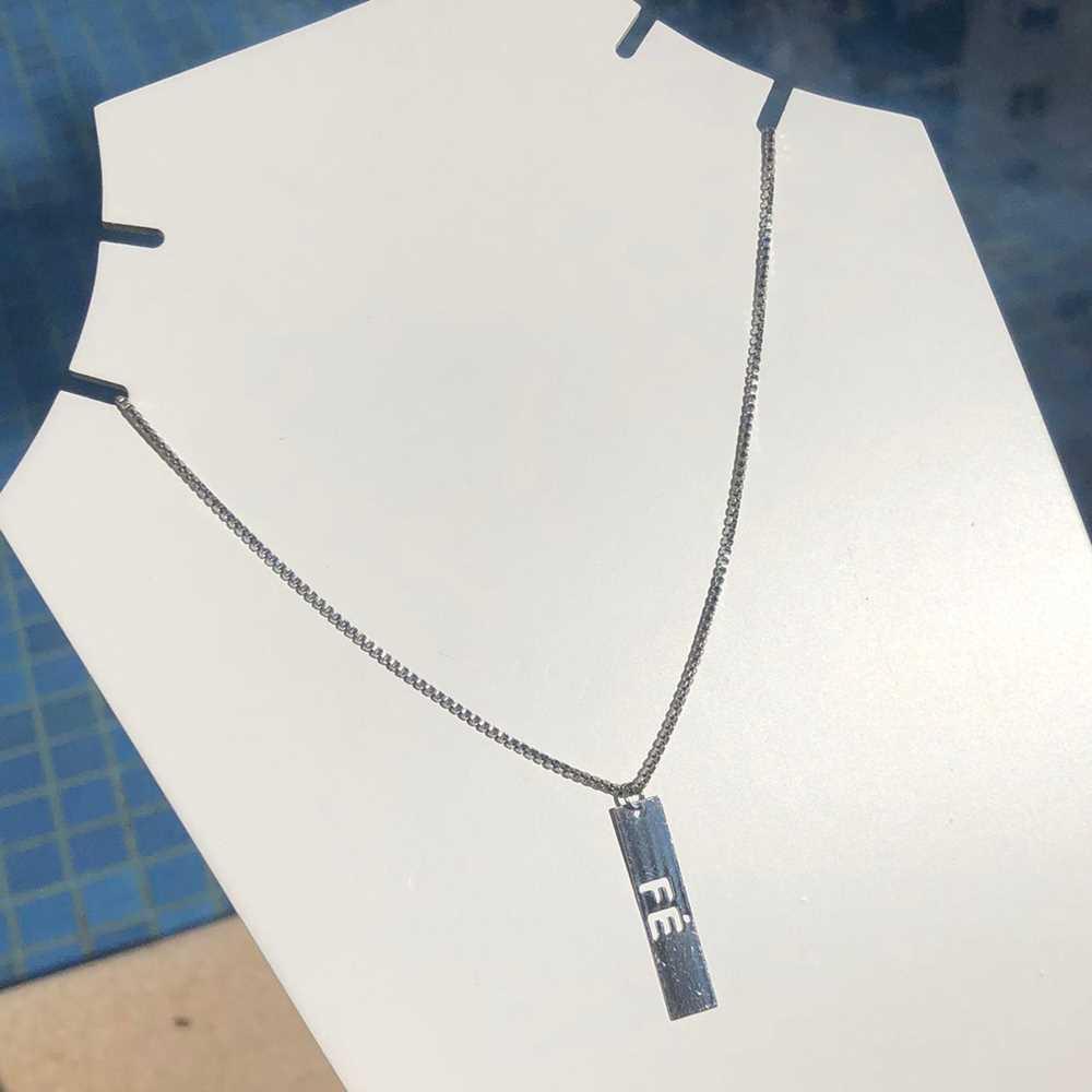 Colar em aço inoxidável prata feminino plaquinha FÉ
