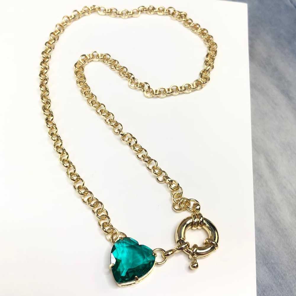 Colar feminino dourado elos português coração verde esmeralda fecho boia semijoia