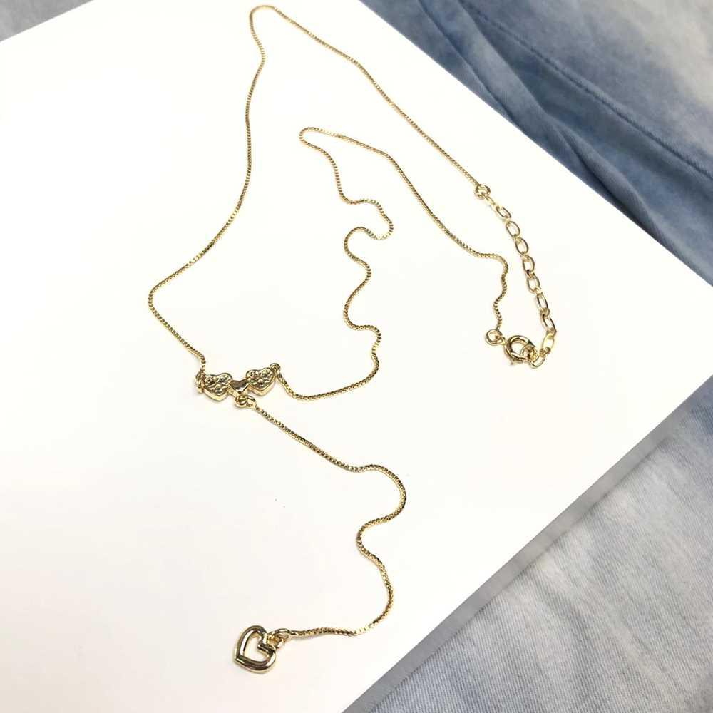 Colar feminino dourado estilo gravatinha coração duplo com zircônia semijoia