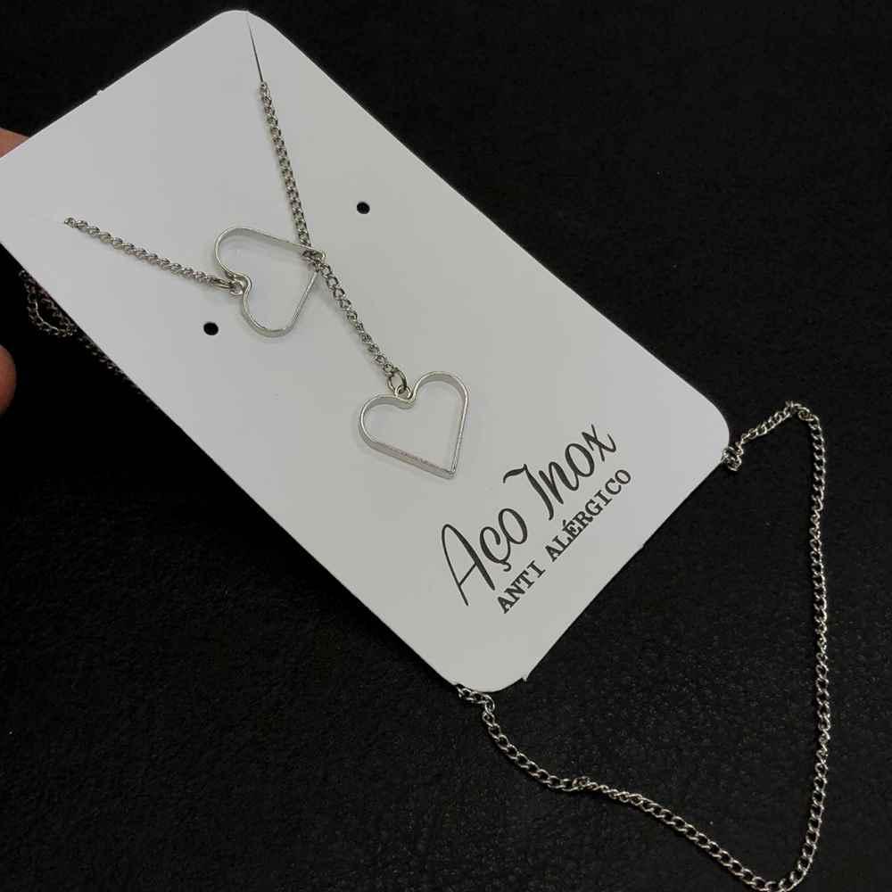 Colar feminino em aço inoxidável estilo gravatinha coração duplo
