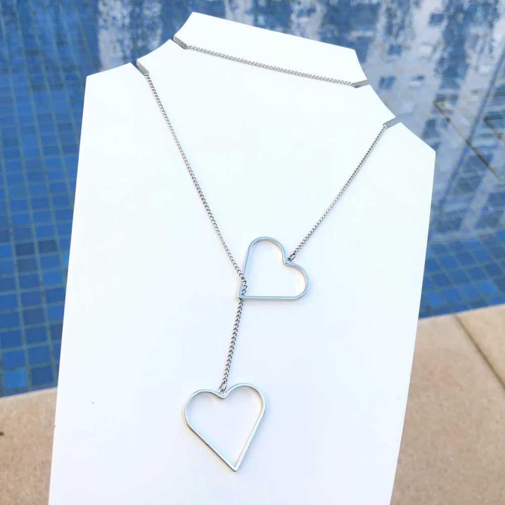 Colar feminino prata em aço inoxidável estilo gravatinha coração vazado