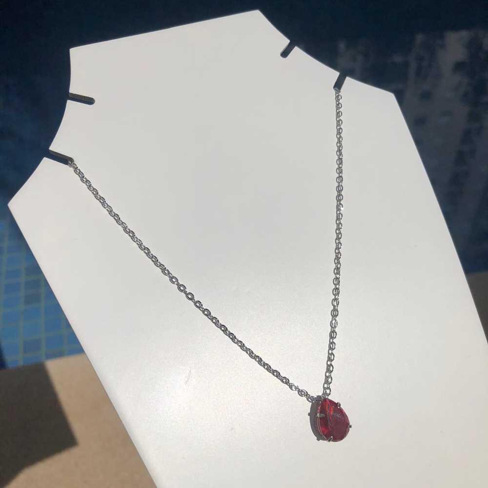 Colar feminino prata em aço inoxidável pedra gotinha vermelho rubi