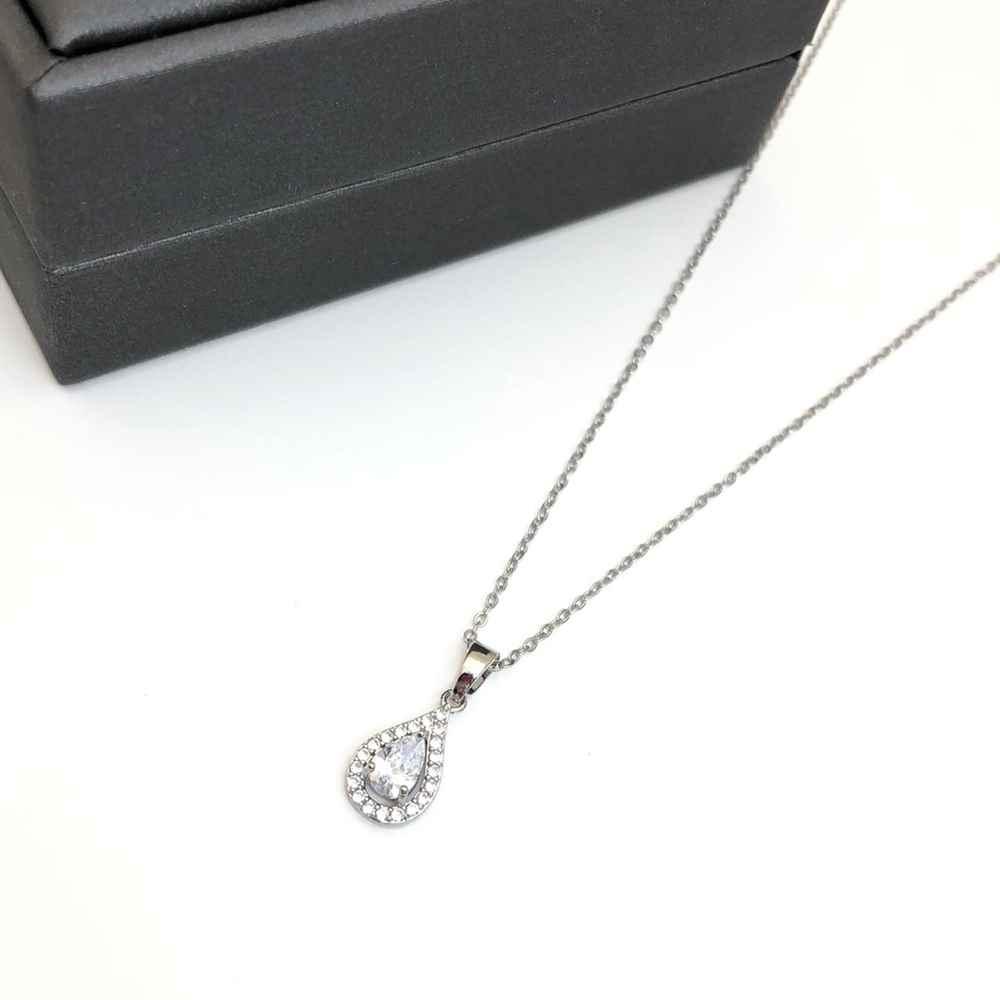 Colar feminino prata em aço inoxidável pingente gotinha cravejada strass