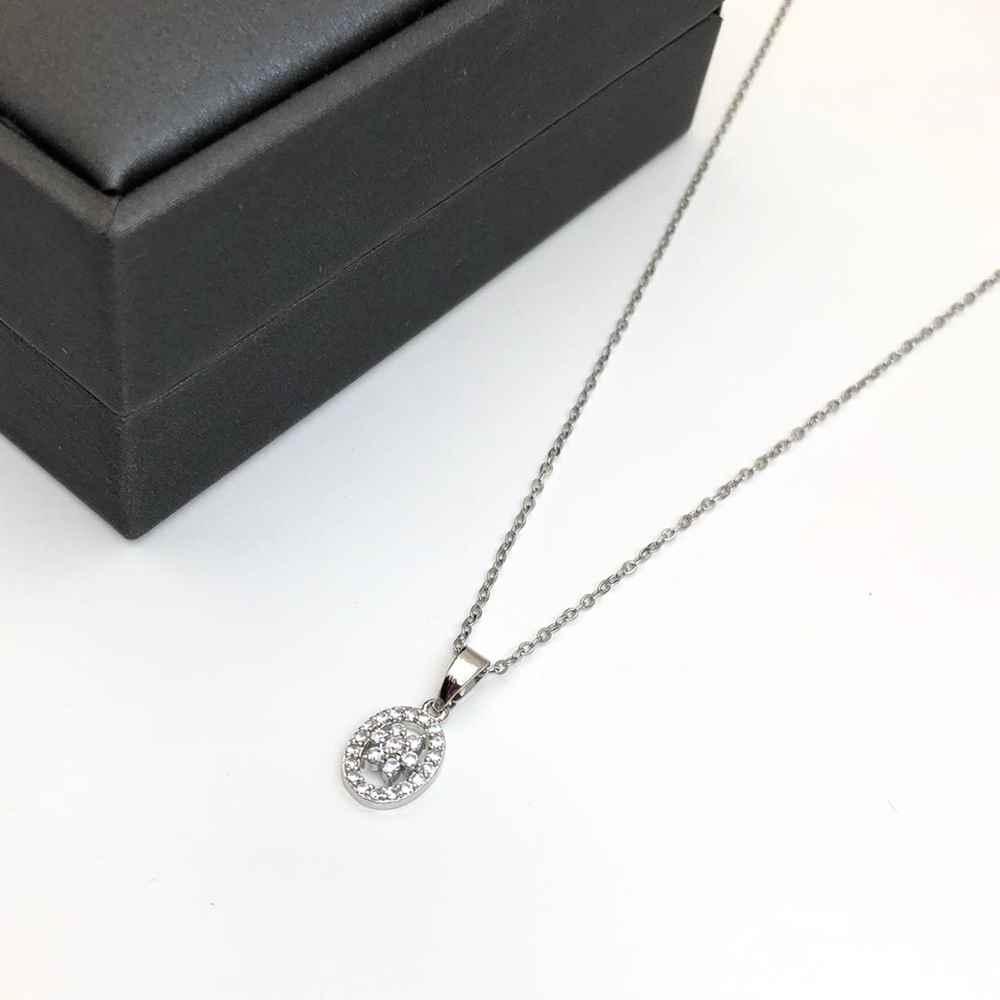 Colar feminino prata em aço inoxidável pingente oval com florzinha cravejado strass