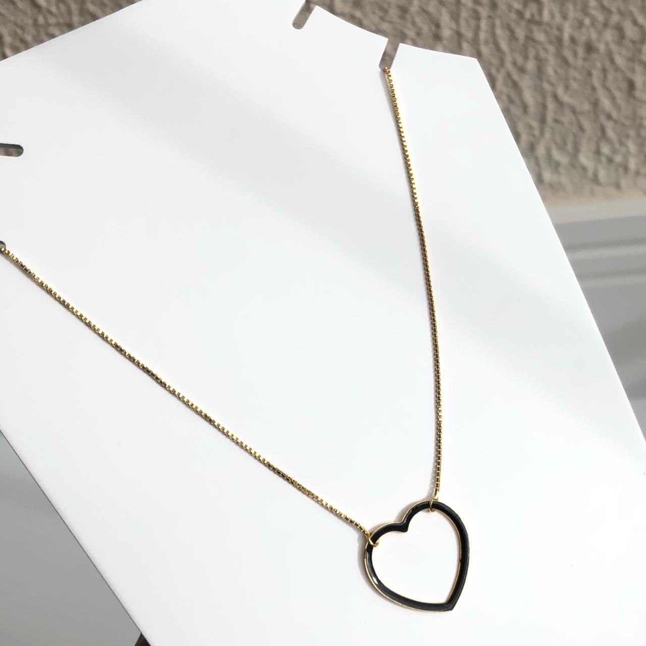 Colar folheado a ouro feminino coração vazado esmaltado preto fino