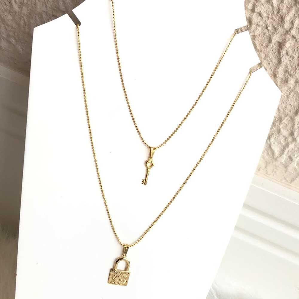 Colar folheado a ouro feminino duplo cadeado e chave