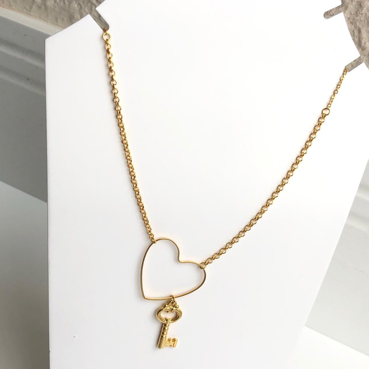 Colar folheado a ouro feminino mini elos português coração vazado e pingente de chave