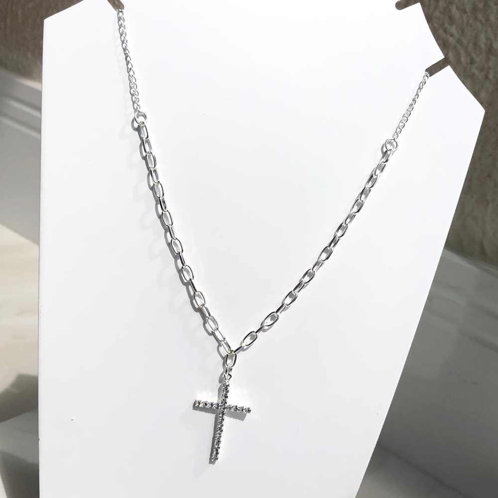 Colar folheado a prata feminino cruz cravejada strass