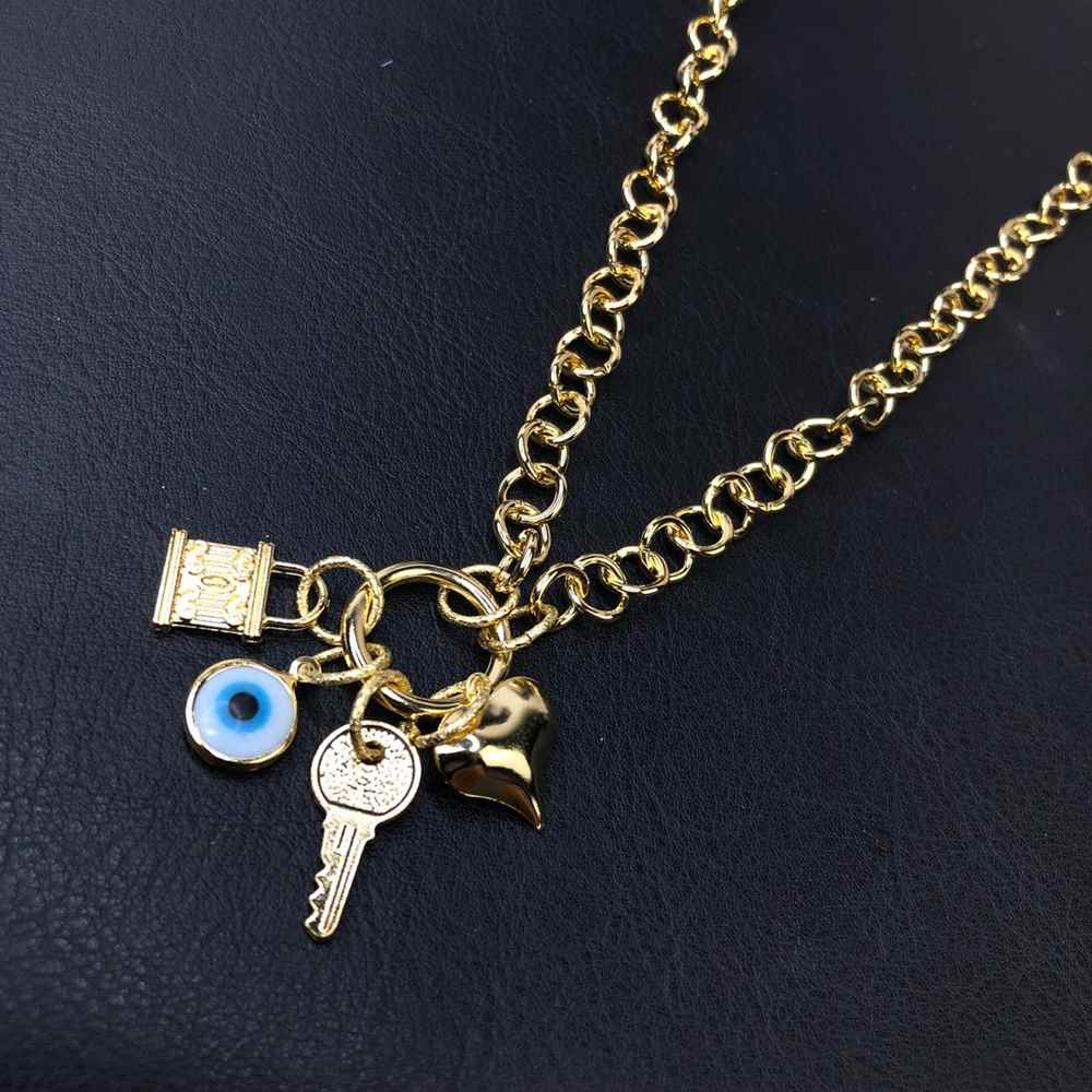 Colar folheado feminino dourado correntaria elos português pingentes cadeado, chave, coração e olho grego
