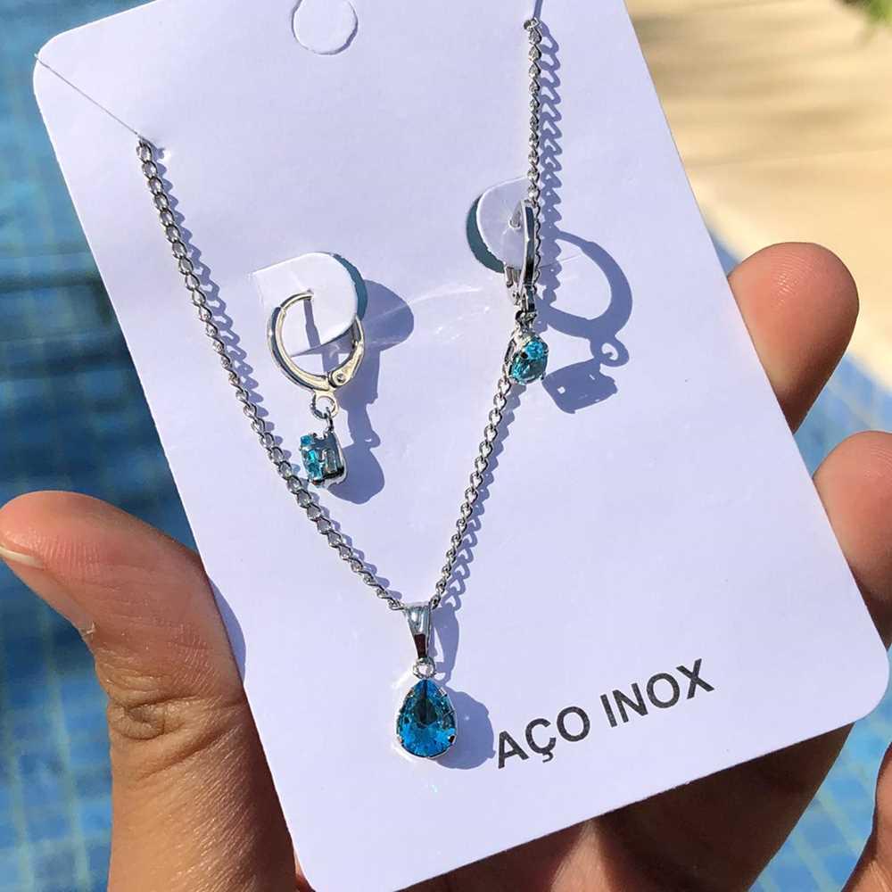 Conjunto colar e brinco argolinha com pedra gotinha azul piscina aço inox antialérgico