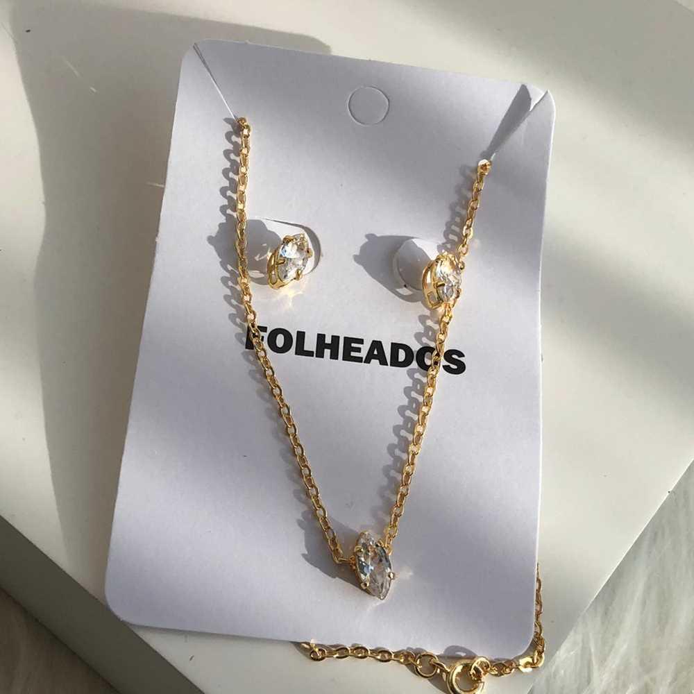 Conjunto de colar e brinco folheado a ouro folhinha cristal