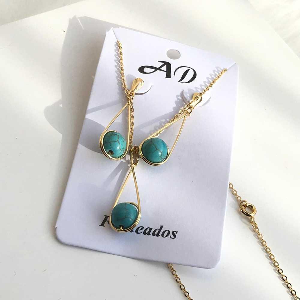 Conjunto de colar e brinco folheado a ouro gota com pérola azul turquesa