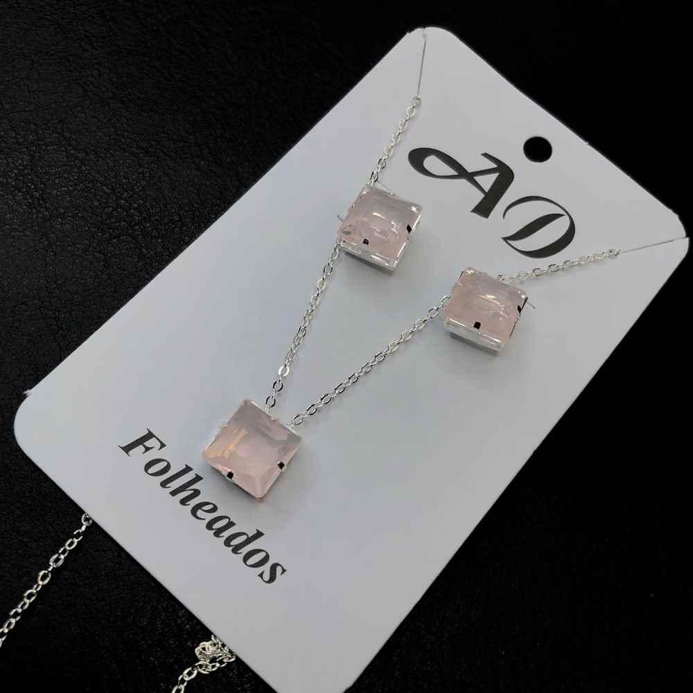 Conjunto de colar e brinco folheado a prata quadradinho rosa candy