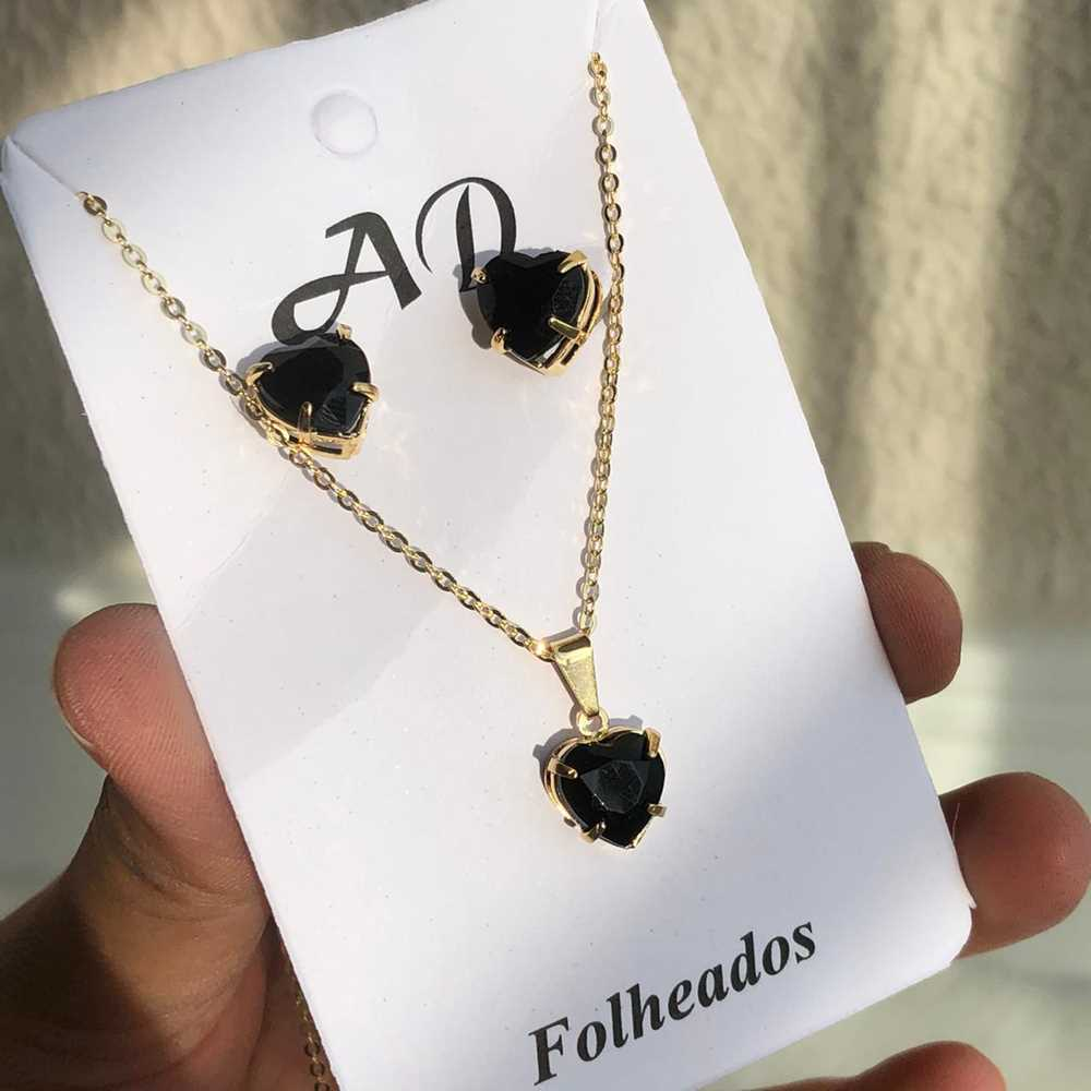 Conjunto de colar e brinco folheado coração preto