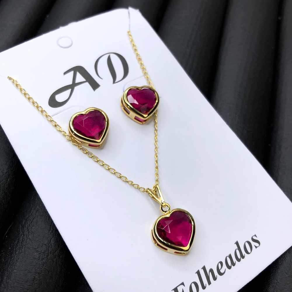 Conjunto de colar e brinco folheado coração rosa marsala