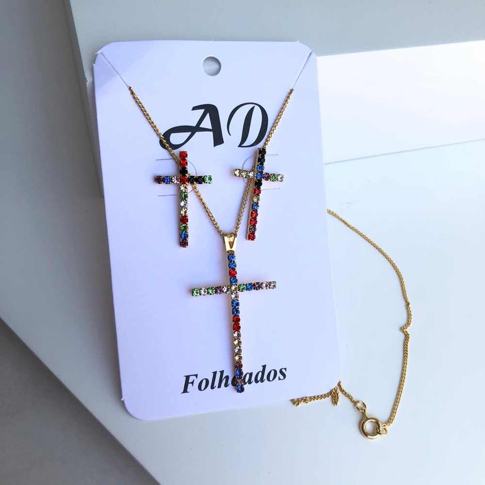 Conjunto de colar e brinco folheado cruz pedrarias strass colorful