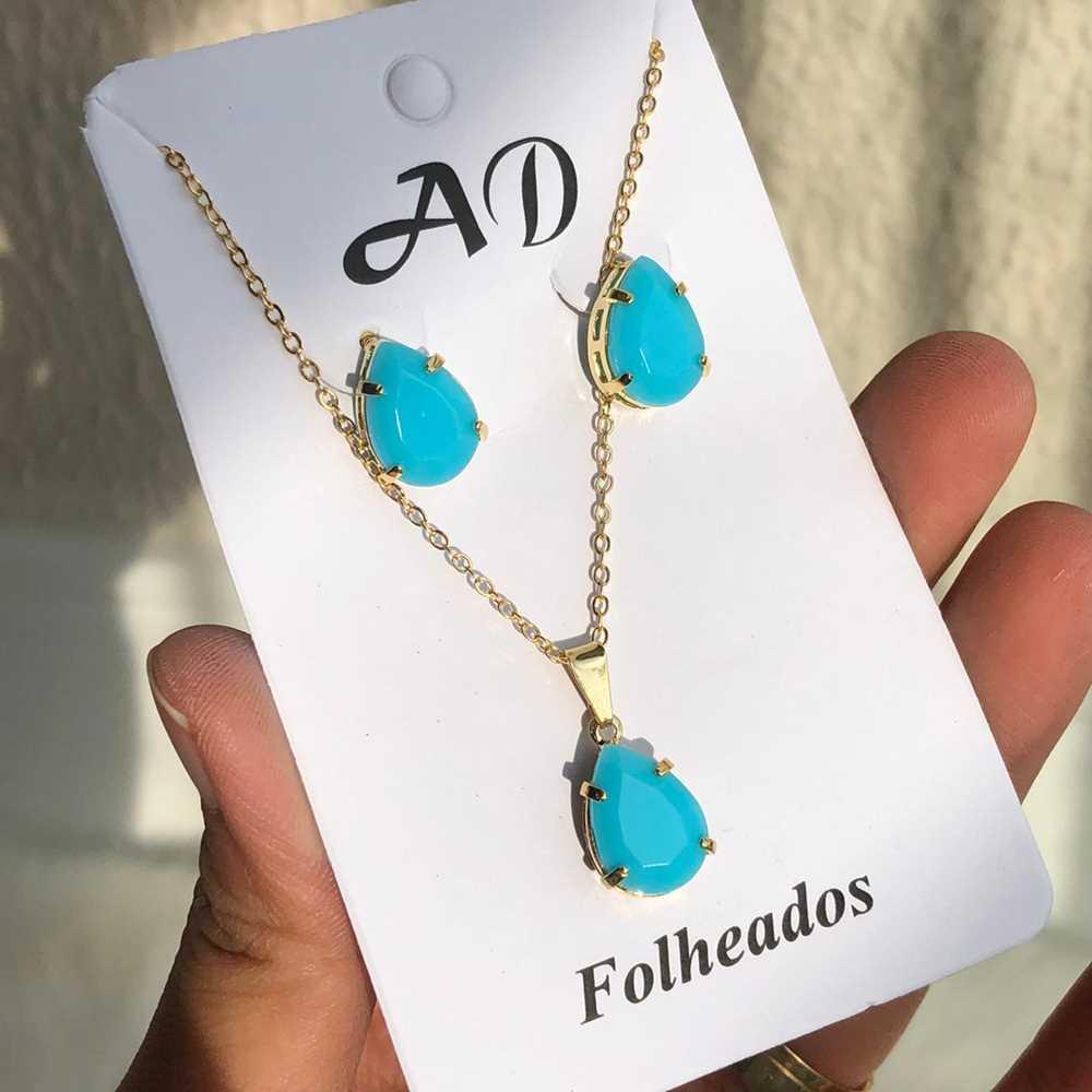 Conjunto de colar e brinco folheado gotinha azul celeste