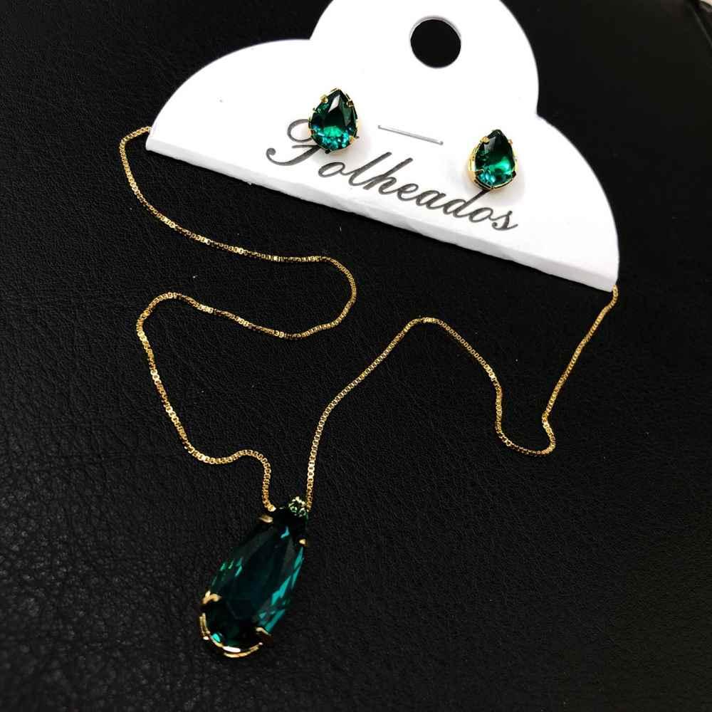 Conjunto de colar e brinco folheado pêndulo de gotinha verde esmeralda