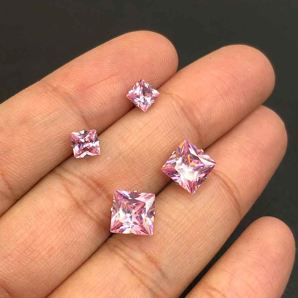 Duo de brincos em aço inox primeiro e segundo furo quadradinho rosa