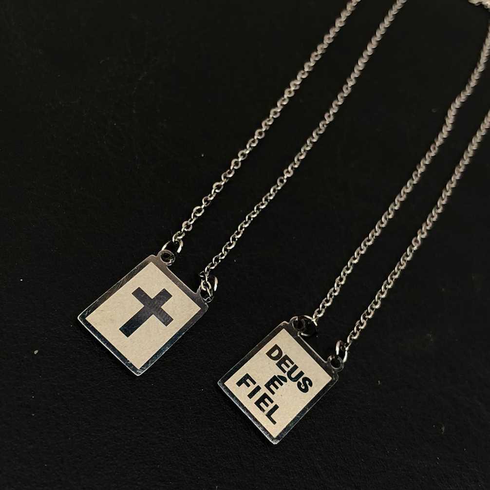 Escapulario de aço inoxidável prata feminino masculino plaquinha de cruz e Deus é Fiel