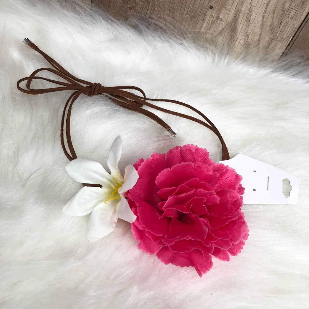 Headband Flores Tiara de Flores Rosa e Branca - Diamante Rosa Shop ... 0334ef62e8d