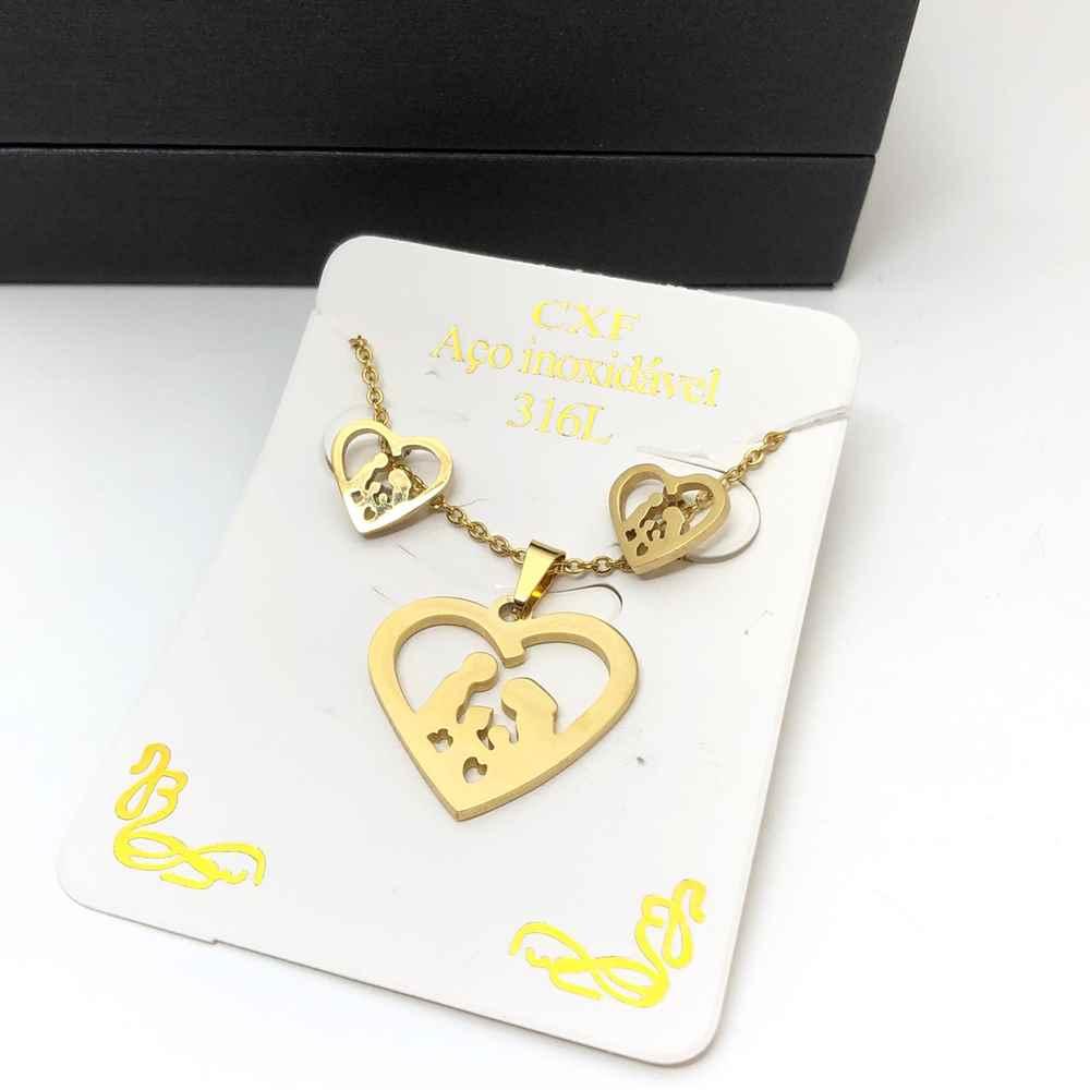 Kit Conjunto colar e brinco banhado dourado coração com família