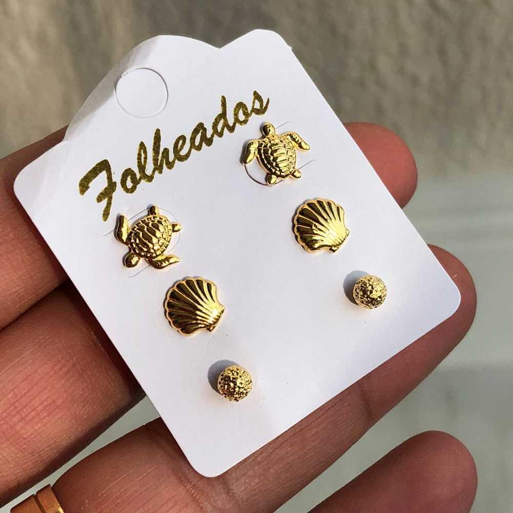 Kit de brincos pequenos 3 pares folheado a ouro concha, tartaruga e esfera estilhaçada