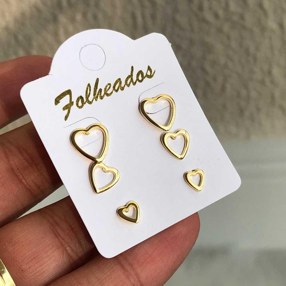 Kit de brincos pequenos 3 pares folheado a ouro corações vazado