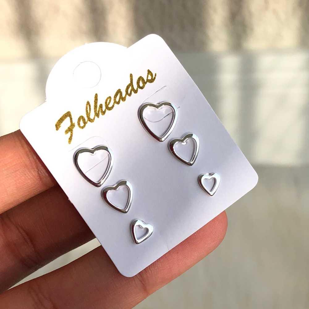 Kit de brincos pequenos 3 pares folheado a prata de corações vazado