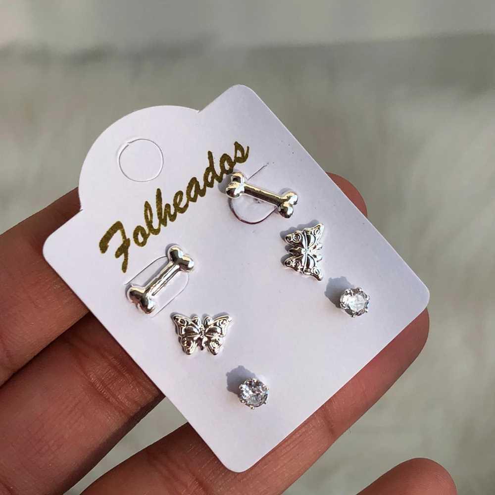 Kit de brincos pequenos 3 pares folheado a prata ossinho pet, borboleta e ponto de luz