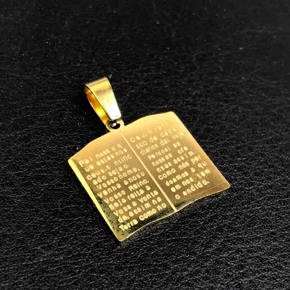 Pingente de aço banhado dourado Biblia com Oração Pai Nosso