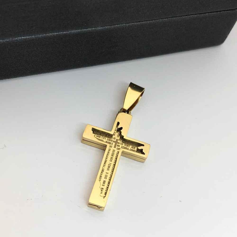 Pingente de aço banhado dourado cruz com oração do pai nosso detalhada