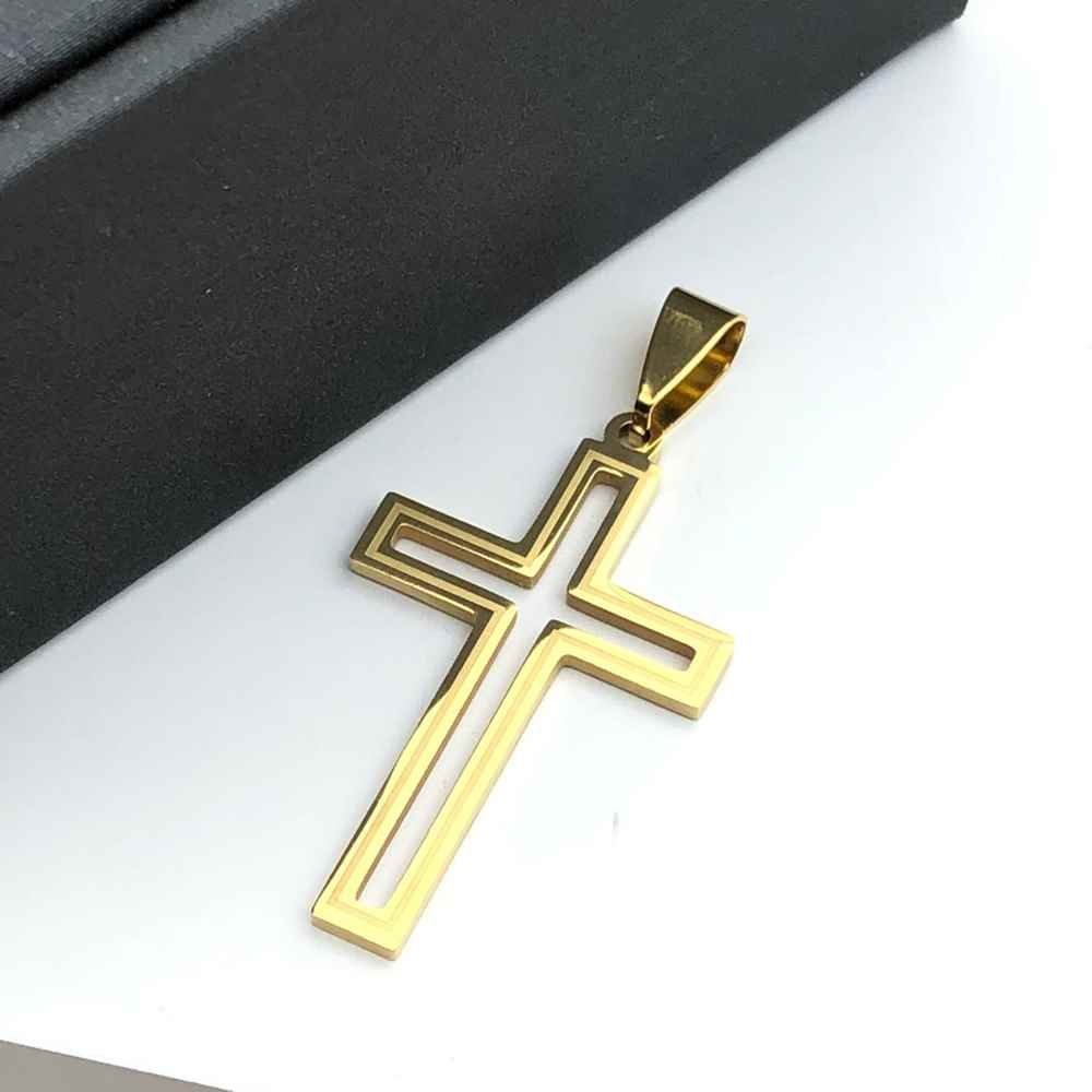 Pingente de aço banhado dourado cruz vazada