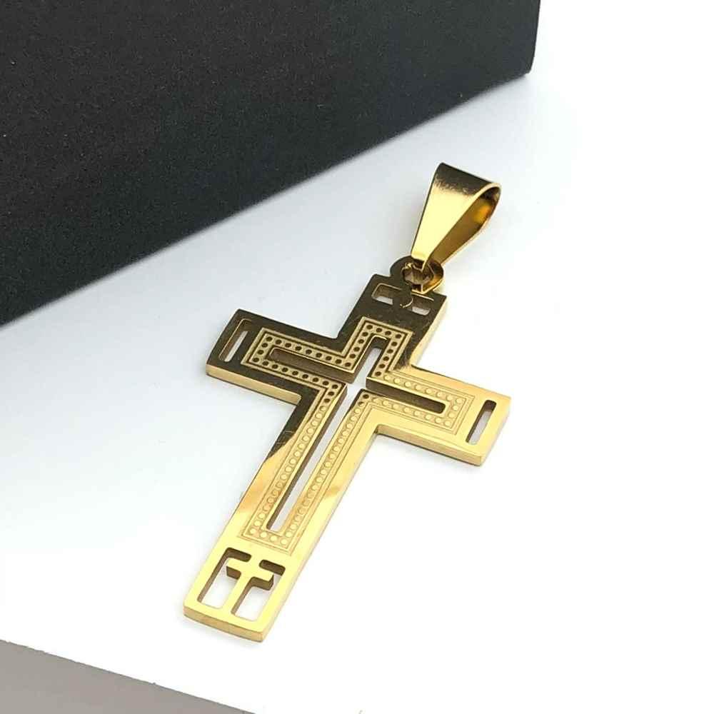 Pingente de aço banhado dourado cruz vazada detalhada