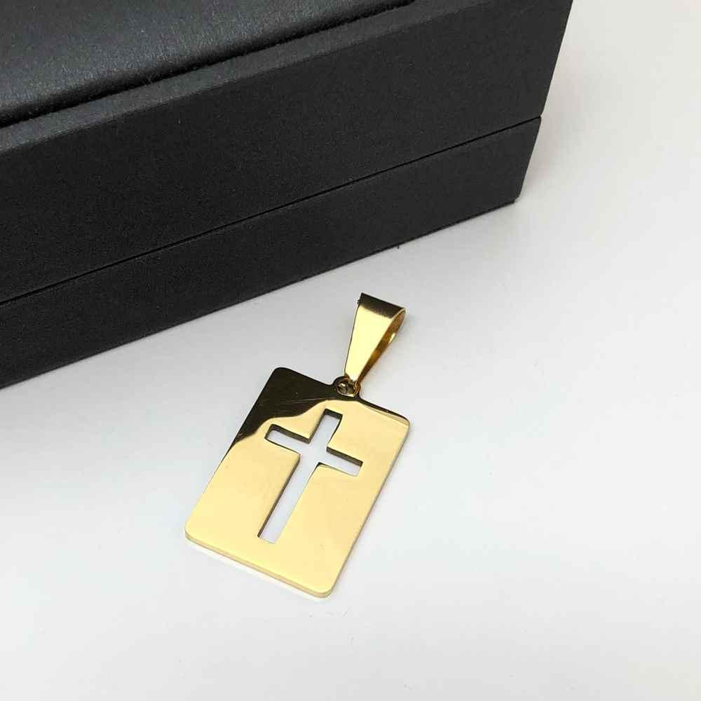 Pingente de aço dourado plaquinha lisa cruz vazada