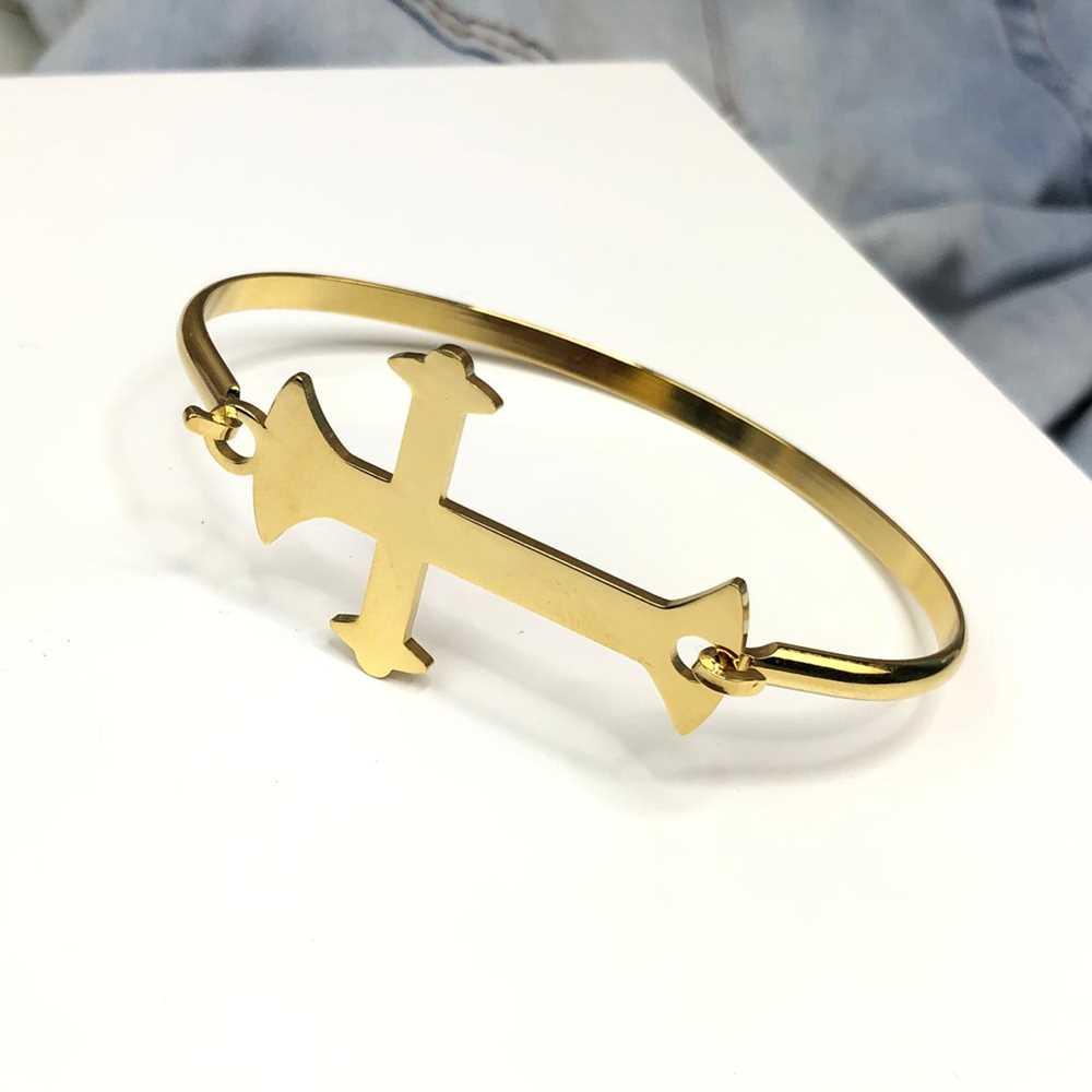 Pulseira bracelete em aço inoxidável banhado dourado cruz