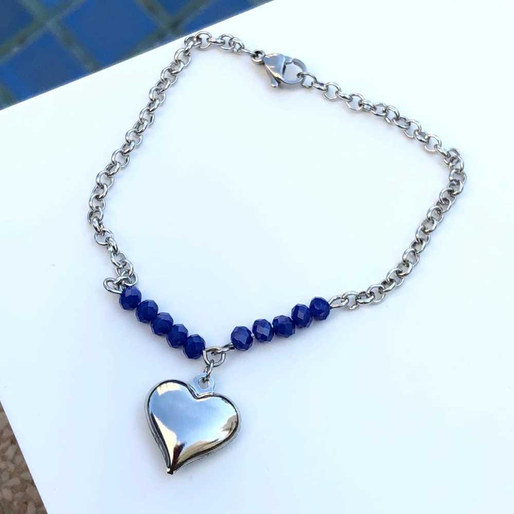 Pulseira de aço feminina com miçanguinhas azul marinho pingente de coração