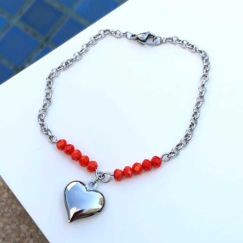 Pulseira de aço feminina com miçanguinhas laranja pingente de coração