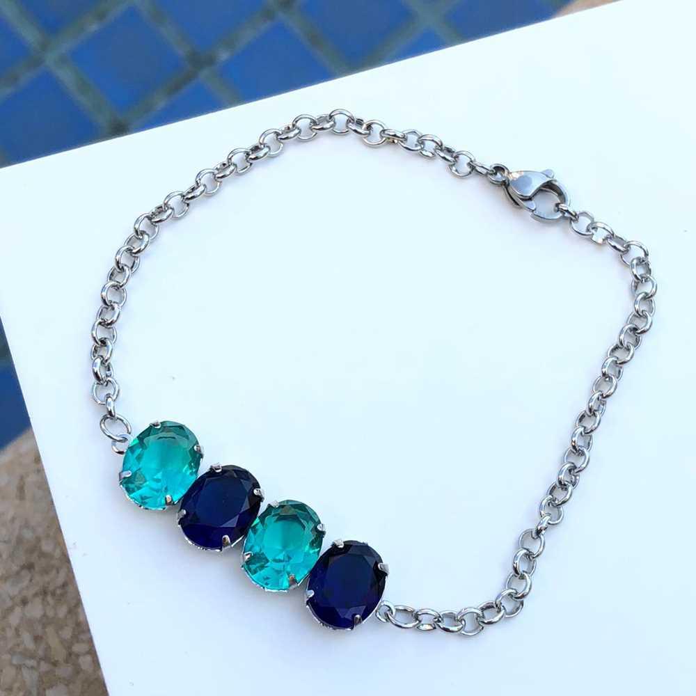 Pulseira de aço feminina pingente pedrarias oval verde água e azul marinho
