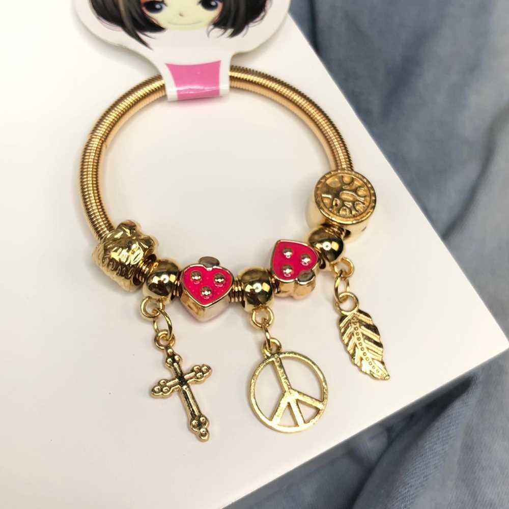 Pulseira de berloques infantil dourado pingentes variados coração esmaltado rosa pink