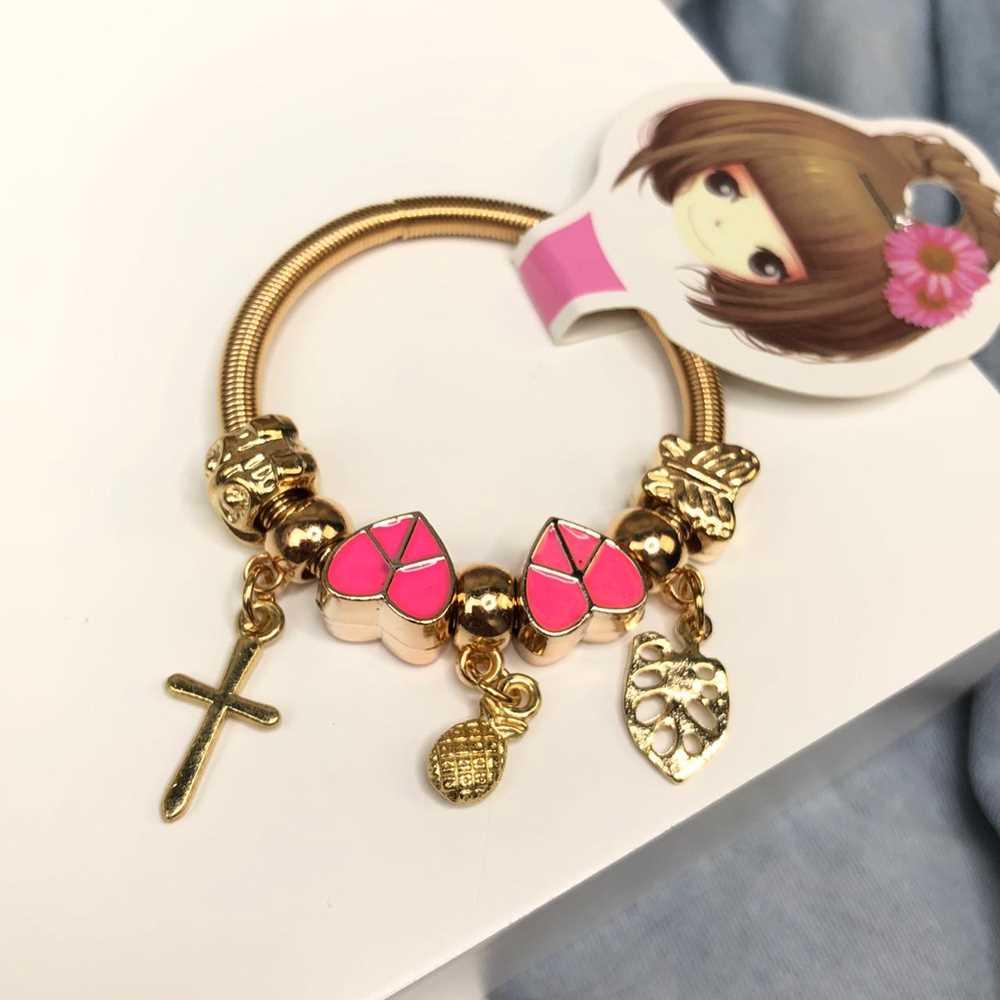 Pulseira de berloques infantil dourado pingentes variados coração peace rosa pink